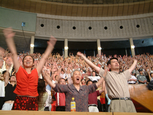 巨天中讲解易经智慧与成功 观众受鼓舞